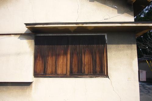 木造の家 窓.jpg
