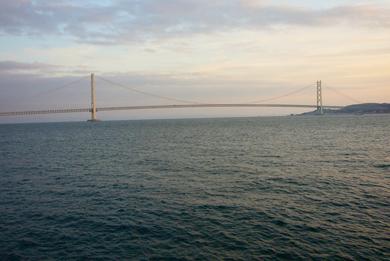 海と橋.jpg